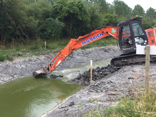 Removing the last few hundred cubic metres of silt